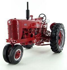 1//16 DIECAST INTERNATIONAL HARVESTER FARMALLHI CLEAR 450 GAS TRACTOR