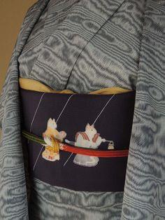 竺仙 江戸小紋 伊予縞(青墨色) 手描き友禅染名古屋帯(きつねの嫁入り)