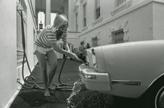 Susan Ford washes her Mustang out back of an ordinary house in Washington, DC :)