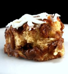 Cinnamon Goo Biscuits - The brown sugar cinnamon goo inside of a cinnamon roll baked into fluffy biscuits, then topped with a cream cheese glaze. Brunch Recipes, Sweet Recipes, Dessert Recipes, Breakfast Recipes, Just Desserts, Delicious Desserts, Yummy Food, Tasty, Croissants