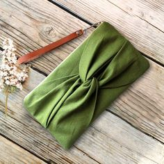 Bag Patterns To Sew, Sewing Patterns, Bow Clutch, Creation Couture, Leather Gifts, Fabric Bags, Handmade Bags, Customized Gifts, Purses And Bags
