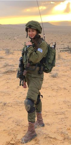 Military Women, Military Police, Military Outfits, Israeli Female Soldiers, Idf Women, Female Cop, Brave Women, Hero's Journey, Armed Forces