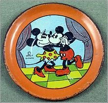 "Walt Disney Mickey & Minnie Mouse ""Helpmates"" Ohio Art Tin Tea Set Plate, I have a set of 2 cups, 2 plates and one jug for sale Vintage Mickey Mouse, Mickey Mouse And Friends, Mickey Minnie Mouse, Vintage Disney, Disney Mickey, Old Disney, Disney Toys, Childrens Tea Sets, Disney Collectibles"