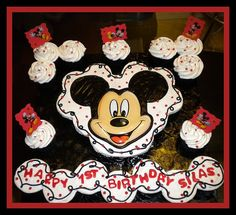 Somebody made cupcakes for my dog! Mickey Mouse Cups, Mickey Mouse Cupcakes, Kid Cupcakes, Mickey Cakes, Mini Mouse, Cupcake Cake Designs, Cupcake Cakes, Cupcake Ideas, 4th Birthday Parties