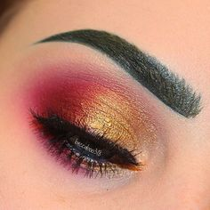 Another shot of this look!  I used: @katvondbeauty Bosch & Bukowski Ink liners for my brows  @wildlynatural Streets of Gold on the lid & Swanky to highlight inner corner and brow bone. (Use my code BECCA for $$ off)  @makeupforeverofficial M-846 Artist shadow  @houseoflashes Smokey Muse on the top & Darling lashes on bottom #beccaboo318 by beccaboo318