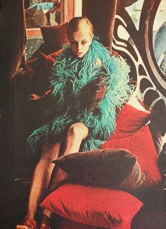 A 60's image that embodies the 70's. Twiggy at BIBA. Brazilian Magazine Jóia. August 1967