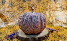 Metallic Pumpkin Pumpkin Decorating, Decorating Tips, Sweater Pumpkins, Metal Pumpkins, Metallic Spray Paint, Jar Art, Least Favorite, Melting Crayons, Pretty Good