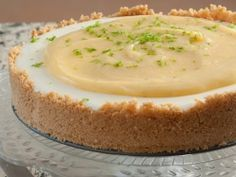 Een van die maklikste, maar lekkerste, yskas-kaasterte wat daar is. Dié een het 'n ligte suurlemoensmaak. Tart Recipes, Cheesecake Recipes, Sweet Recipes, Baking Recipes, Dessert Recipes, Dessert Cups, Baking Ideas, Yummy Recipes, Kos