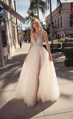 MUSE by Berta Spring 2019 Collection.theweddingnot… MUSE by Berta Spring 2019 Collection. Dresses Elegant, Beautiful Dresses, Beautiful Gorgeous, Bridal Collection, Dress Collection, Bridal Gowns, Wedding Gowns, Tulle Wedding, Short Girl Wedding Dress