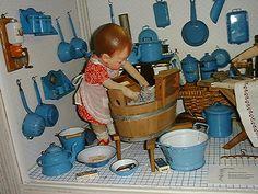 Even mini work is never done Dollhouse Dolls, Miniature Dolls, Dollhouse Miniatures, Doll Toys, Baby Dolls, Dora, Antique Toys, Antique Quilts, Vintage Quilts