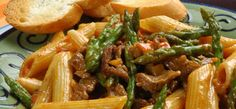 Beef Tapa and Asparagus Pasta Pancit Noodles, Beef Tapa, Asparagus Pasta, Kitchen Magic, Beef Recipes, Green Beans, Food And Drink, Chicken, Meat