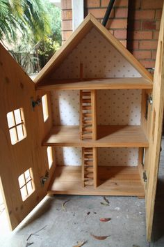 Excellent Dollhouse - one with a realistic, but simple design that allows more imagination