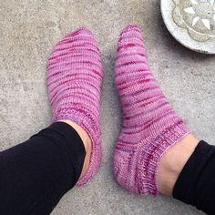 Har stickat mig ett par sommarsockor. Perfekt för alla som är lika frusna som jag. #stickning#sockor#kammeborniasocks15