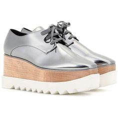 Stella McCartney Britt Metallic Platform Derby Shoes (2.543.500 COP) ❤ liked on Polyvore featuring shoes, flats, heels, stella mccartney, silver, silver platform shoes, flat pumps, platform shoes, silver flats and metallic shoes