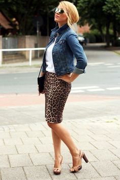 White T, denim jacket & leopard pencil skirt Leopard Skirt Outfit, Leopard Print Skirt, Denim Outfit, Leopard Prints, Animal Print Skirt, Leopard Pencil Skirts, Mode Outfits, Casual Outfits, Fashion Outfits