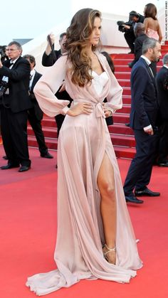 Cannes Film Festival: Red carpet - Izabel Goulart in Ralph and Russo- 2016 Cannes Film Festival - Izabel Goulart, Celebrity Red Carpet, Celebrity Style, Celebrity Dresses, Stockholm Design, Beauté Blonde, Event Dresses, Club Dresses, Dolce & Gabbana