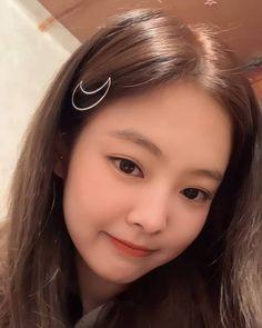 Kim Jennie, Yg Entertainment, Short Hair Glasses, Bts Black And White, Blackpink Members, Mileena, Rose Icon, Blackpink Photos, Blackpink Fashion