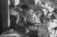 Asaltantes republicanos muertos entre las ruinas del Alcázar. Foto Erich Andres. Ministerio de Cultura. Centro Documental de la Memoria Histórica by eduardoasb, via Flickr