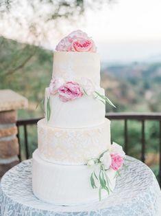 Stilvolle Ideen für eine Hochzeitstorte mit Fondant - Hochzeitskiste Naked Cakes, Fondant, Desserts, Crate, Ideas, Tailgate Desserts, Fondant Icing, Dessert, Deserts