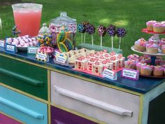 alice in wonderland candy buffet table | Alice in Wonderland Birthday Party