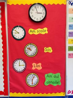 Helping children to tell when lunch and home time is. Classroom Routines, Classroom Layout, Classroom Organisation, Classroom Rules, Classroom Design, School Classroom, Art School, Classroom Door, Classroom Management