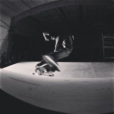 """#SurfskateUrbanWave #surfskate #urban #wave #surf #skate #skateboarding #skateboard #instaskate #drysurfing #trainingsurf #SurfCoaching #snap #pump…"""