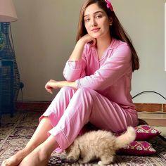 Pakistani Models, Pakistani Girl, Pakistani Dress Design, Pakistani Actress, Pakistani Wedding Outfits, Pakistani Dresses, Dps For Girls, Cute Korean Girl, Stylish Girl Images