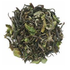 Darjeeling Okayti Vitt te (EKO) Vitt te från Darjeeling är sällsynt och mycket gott. Det här är ett First Flush från den fina ekologiska teplantagen Okayti. Belägen intill floden Mechi vid gränsen till Nepal.
