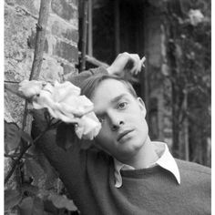 Truman Capote, Cecil Beaton's Decades of Portraiture - The New Yorker The New Yorker, Vanity Fair, Foto Fashion, Cecil Beaton, Southern Gothic, Writers And Poets, Vogue, Portraits, Book Authors