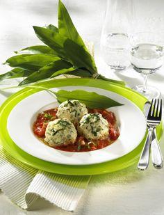 Unser beliebtes Rezept für Bärlauch-Knödel auf Tomatensugo und mehr als 55.000 weitere kostenlose Rezepte auf LECKER.de.