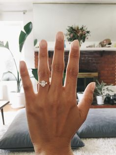 Swooning over this stunning three stone oval engagement ring! #UniqueEngagementRings