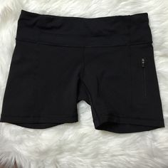 LULU LEMON SHORTS Pre owned but in NEW CONDITION !! lululemon athletica Shorts