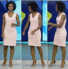 Maju Coutinho usou dois modelos de vestidos essa semana no Jornal Nacional para apresentar a previsão do tempo. A jornalista usou dois vestidos de cortes de alfaiataria – os vestidos d…