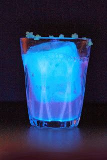 The Sonic Screwdriver. Glow in the dark alcoholic drink. Cocktail. Too cool. Recipe in article.