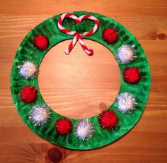 Christmas Wreath Craft - Paper Plate Craft - Preschool Craft - the bow is a pipe cleaner: