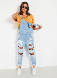 Sweeper Overall - Eat Your Heart Out [Follow us: @Peppermayo for more cuteness and daily fashion inspo.] Boyfriend Jeans, Mom Jeans, Ripped Jeans, Daily Fashion, Winter Outfits, Style Me, Fashion Ideas, Overalls, Casual Dresses