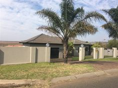3 Bedroom House in Modelpark, URGENTLY AVAILABLE! Great location, in the heart of Model park/ Highveld park with a huge yard and great view. 3 bedrooms no carpets,  2 bathrooms, en suite open plan on the master bedroom. The kitche...