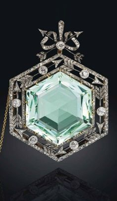 FABERGÉ - A BELLE EPOQUE GOLD, PLATINUM, AQUAMARINE AND DIAMOND PENDANT BROOCH, ST PETERSBURG, 1899-1904.