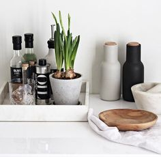 Kitchen Benches, Kitchen Dining, Kitchen Decor, Cute Kitchen, Kitchen And Bath, Kitchen Organisation, Organization, Cocinas Kitchen, Minimal Decor