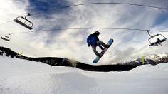 #Snowpark de #Cerler #Aramon #Snowboard #snowboarding #jump Frozen Water, Snowboard, Nike Logo, Surfing, Parking Lot, Snow