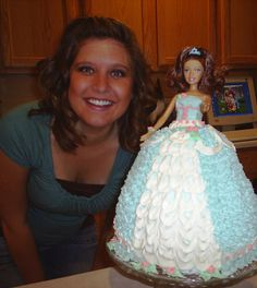 I don't really like cake and I cannot bake very well (I can bake bread and I can cook at least 3 or 4 fabulous meals, but baking sweets? Bolo Barbie, Barbie Cake, Barbie Party, Barbie Dolls, Barbie Birthday Cake, Doll Cakes, Birthday Parties, 3rd Birthday, Birthday Ideas