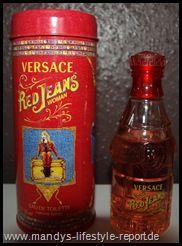 """Ich möchte euch heute den Duft """" Red Jeans """" von Versace vorstellen.Diesen Duft habe ich bei einem Blog Gewinnspiel gewonnen, was mich natürlich sehr gefreut hat.    Versace ist ein italienisches und bekanntes Modeunternehmen was 1978 von Gianni Versace in Mailand gegründet wurde. Die Mode von Versace geht von grellen Farben, glänzende Materialien, enge Hosen , kurze Röcke , provokante Schnitte bis hin zu bunt bedruckte Herrenhemden und sexy- elegante Abendroben."""