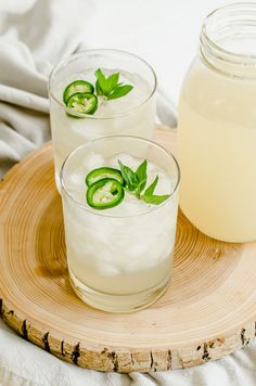 This freshly-squeezed homemade lemonade recipe is spiced with jalapeño simple syrup and a bit of sea salt. It has an amazing flavor and is a must for hot weather days! #lemonade #reallemons #lemons #jalapeños #mocktail #summer Fresh Lemonade Recipe, Homemade Lemonade Recipes, Easy Drink Recipes, Cocktail Recipes, Weather Day, Simple Syrup, Family Meals, Smoothies, Spices