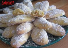 sablés amandes Shortbread Biscuits, Biscuit Cookies, Yummy Cookies, Cake Cookies, Algerian Recipes, Algerian Food, Egyptian Food, Muffin Tin Recipes, Home Baking