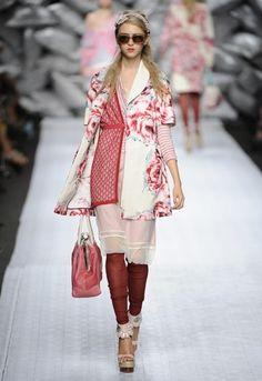 http://www.fashionisingpictures.net/catwalks/SS10AntonioMarras11.jpg