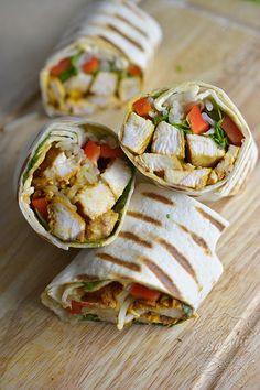 Tortilla z kurczakiem i kiełkami - przepis na tortillę z kurczakiem - sprawdź Tasty, Yummy Food, Wrap Sandwiches, Brunch, Food And Drink, Cooking Recipes, Snacks, Dinner, Healthy