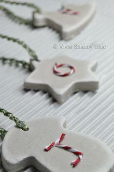 Christmas Decoration Tree tutorial...Decorazioni natalizie per l'Albero tutorial  www.vivreshabbychic.com (lettere dipinte)