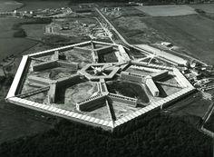 Maison d'arrêt (1965-1969) en Fleury-Mérogis, Francia, por Guillaume Gillet