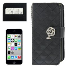 Bescherm je precious Apple Iphone 5C met deze chique, zwarte horizontale flipcover. Er is genoeg ruimte voor je meest gebruikte pasjes en is naast superlicht, vuil- en vlekafstotend Iphone 5c, Apple Iphone, Bling Bling, Chanel, Shoulder Bag, Wallet, Classic, Bags, Shabby Chic