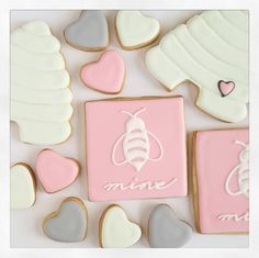 """""""Bee mine ♡ 2 pack set for $10 now available in my etsy shop (link in bio) #sugarcookies #decoratedsugarcookies #decoratedcookies #royalicing…"""""""
